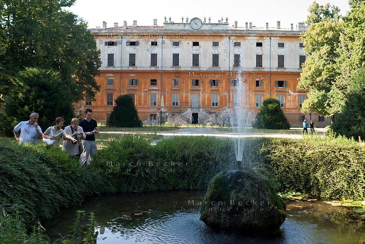 Monza, Villa Reale (1777, Piermarini). Stagno nel parco --- Monza, Royal Villa (1777, Piermarini). Pond in the park