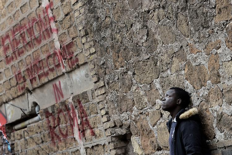 Roma, 6 Dicembre 2015<br /> Il centro per rifugiati autogestito Baobab, viene chiuso, volontari e ospiti lasciano il centro di via Cupa.