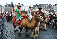 Nederland Den Bosch 2017-01-08.  Driekoningen viering. Optocht met de drie koningen op kamelen over de Markt.  Foto Berlinda van Dam / Hollandse Hoogte