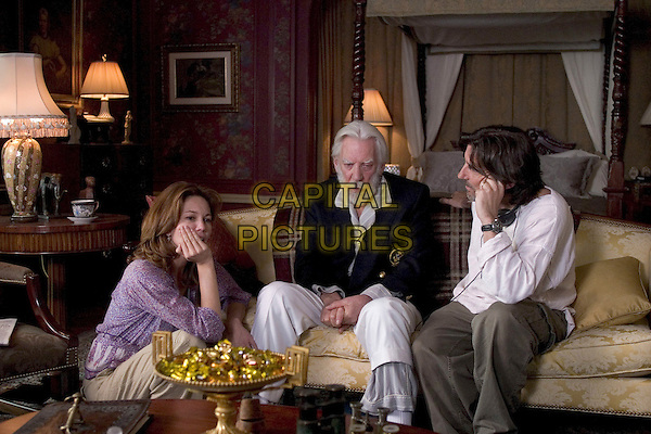 DIANE LANE, DONALD SUTHERLAND & GRIFFIN DUNNE (DIRECTOR).on the set of Fierce People.*Editorial Use Only*.www.capitalpictures.com.sales@capitalpictures.com.Supplied by Capital Pictures.
