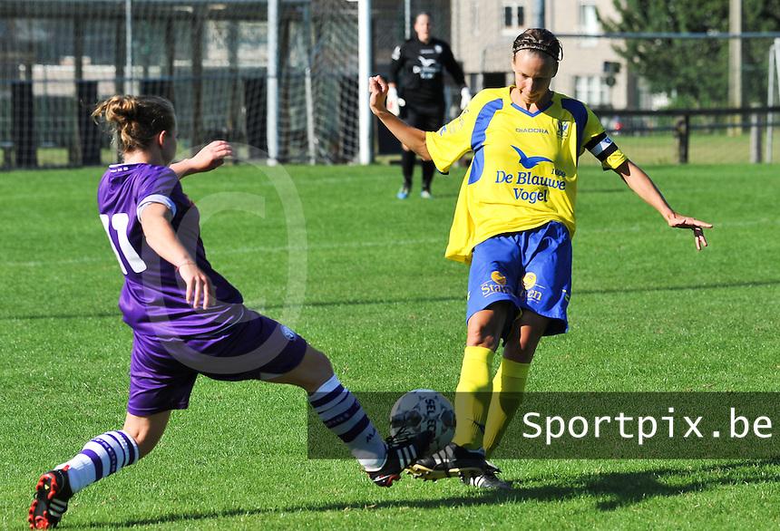 Beerschot Dames - STVV  Sint-Truiden VV Dames :.duel met Lore Vanschoenwinkel (rechts).foto JOKE VUYLSTEKE / Vrouwenteam.be