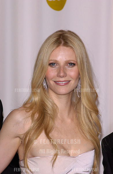 GWYNETH PALTROW at the 77th Annual Academy Awards at the Kodak Theatre, Hollywood, CA.February 27, 2005; Los Angeles, CA..© Paul Smith / Featureflash