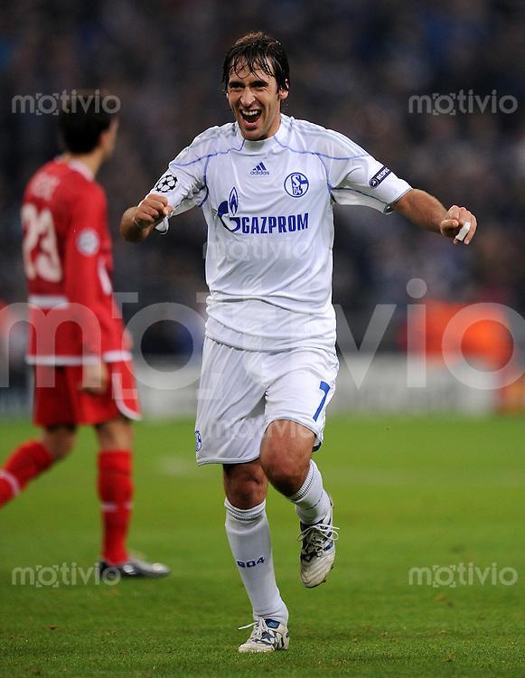 FUSSBALL   CHAMPIONS LEAGUE   SAISON 2010/2011   GRUPPE B FC Schalke 04 - FC Hapoel Tel Aviv           20.10.2010 RAUL (Schalke) jubelt nach dem 3:0