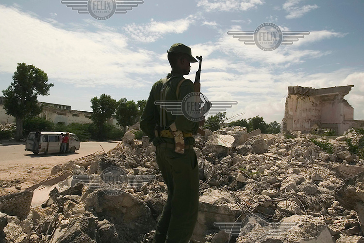 A soldier loyal to the transitional government (TFG) guards the Benadir district, much of which has been destroyed by years of civil war. Backed by the Ethiopian military, TFG troops quickly captured territory previously held by the Union of Islamic Courts (UIC), including Mogadishu.
