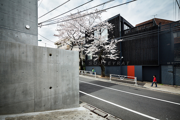 Tokyo, April 10 2011 - India ink house II by Jun Itami (right) and House in Tomigaya by Manabu Chiba (left)