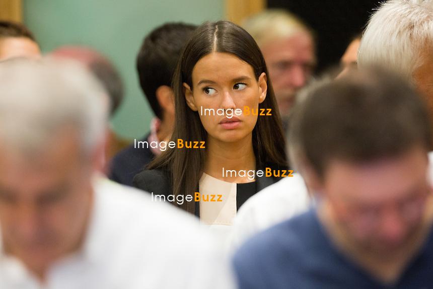 Saphia Wesphael, la fille de Bernard Wesphael lors du 6e jour du proc&egrave;s d'assises. L'ex d&eacute;put&eacute; belge Bernard Wesphael au palais de justice de Mons, soup&ccedil;onn&eacute; d'avoir assassin&eacute; sa femme, V&eacute;ronique Pirotton, dans un h&ocirc;tel d'Ostende, le 31 octobre 2013.<br /> Belgique, Mons, 27 septembre 2016.<br /> Trial of ex Belgian deputy Bernard Wesphael -<br /> Saphia Wesphael, the daughter of Bernard Wesphael during the sixth day trial at the Assize Court of Hainaut province, for the murder of his wife Veronique Pirotton, in an hotel in Ostende on 31 October 2013.<br /> Belgium, Mons, 27 September 2016