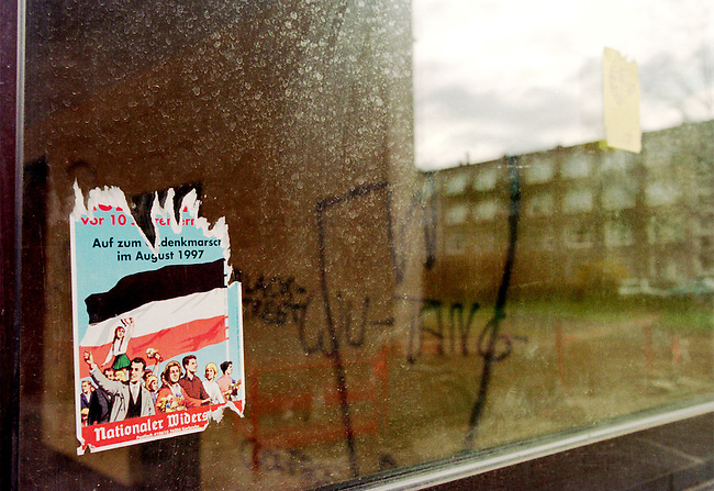 Das Strassenbild von Saalfeld -Gorndorf wird  gepraegt durch rechte Graffitti und Aufkleber. In der rechtsetremen Szene wird der Ort als sogenannte Befreite Zone gefeiert.<br /> Hier:  Aufkleber der NPD zum Rudolf Hess-Marsch 1997.<br /> 13.3.1998, Saalfeld-Gorndorf<br /> Copyright: Christian-Ditsch.de<br /> [Inhaltsveraendernde Manipulation des Fotos nur nach ausdruecklicher Genehmigung des Fotografen. Vereinbarungen ueber Abtretung von Persoenlichkeitsrechten/Model Release der abgebildeten Person/Personen liegen nicht vor. NO MODEL RELEASE! Nur fuer Redaktionelle Zwecke. Don't publish without copyright Christian-Ditsch.de, Veroeffentlichung nur mit Fotografennennung, sowie gegen Honorar, MwSt. und Beleg. Konto: I N G - D i B a, IBAN DE58500105175400192269, BIC INGDDEFFXXX, Kontakt: post@christian-ditsch.de<br /> Bei der Bearbeitung der Dateiinformationen darf die Urheberkennzeichnung in den EXIF- und  IPTC-Daten nicht entfernt werden, diese sind in digitalen Medien nach &sect;95c UrhG rechtlich geschuetzt. Der Urhebervermerk wird gemaess &sect;13 UrhG verlangt.]