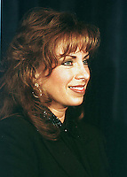 Paula Jones appears at a press conference called by Abe Hirschfeld where he presented her with a check for one million dollars to settle her sexual harassment lawsuit against United States President Bill Clinton at the Mayflower Hotel in Washington, DC on 31 October, 1998.<br /> Credit: Ron Sachs / CNP /MediaPunch