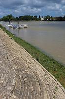France, Aquitaine, Pyrénées-Atlantiques, Pays Basque, Urt: le port, la Cale  à gradins sur l'Adour    //  France, Pyrenees Atlantiques, Basque Country, Urt: Urt river port
