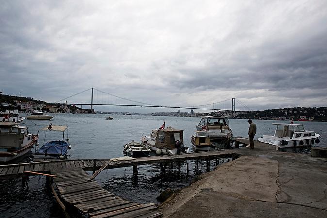 Hafen von Cengelk&ouml;y / In der Nacht des Putschversuchs starben 17 Menschen in Cengelk&ouml;y / Cengelk&ouml;y ist eine Nachbarschaft auf der asiatischen Seite Istanbuls, im Bezirk &Uuml;sk&uuml;dar / Die Bosporusbr&uuml;cke wurde seitdem in &quot;M&auml;rtyrer des 15. Juli&quot; umbenannt<br /><br />17 people died on the night of the attempted coup in Cengelk&ouml;y, a neighborhood located on the Asian side of Istanbul in the &Uuml;sk&uuml;dar district. The Bosphorus Bridge has been since renamed &ldquo;Martyrs of 15 July Bridge&rdquo;.