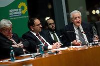 Berlin, der ehemalige Aussenminister Joschka Fischer (l.) und Lakhdar Brahimi, der Syrien-Sondergesandte der Vereinten Nationen und der Arabischen Liga (r.) am Donnerstag (27.02.2014) bei einer Diskussion zu Syrien nach Genf II. Foto: Steffi Loos/CommonLens