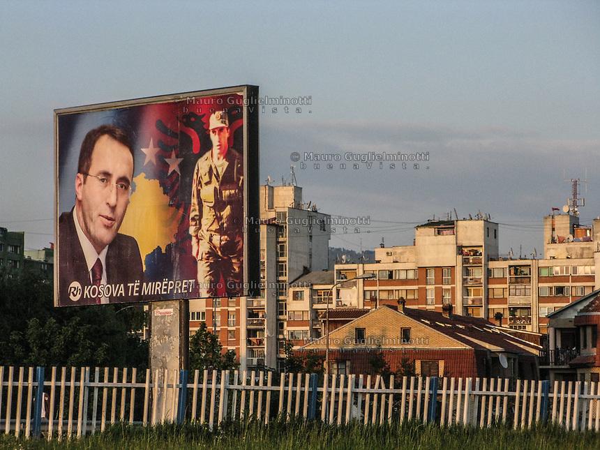KOSOVO Pristina 9 maggio 2008 Manifesti raffiguranti Ramush Haradinaj
