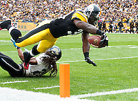 PITTSBURGH, PA - OCTOBER 16:  Rashard Mendenhall #34 of the Pittsburgh Steelers dives over the goal line to score a touchdown in the first quarter against the Jacksonville Jaguars during the game on October 16, 2011 at Heinz Field in Pittsburgh, Pennsylvania.  (Photo by Jared Wickerham/Getty Images)