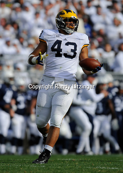 21 November 2015: Michigan DT Chris Wormley (43).  The Michigan Wolverines defeated the Penn State Nittany Lions 28-16 at Beaver Stadium in State College, PA. (Photo by Randy Litzinger/Icon Sportswire)