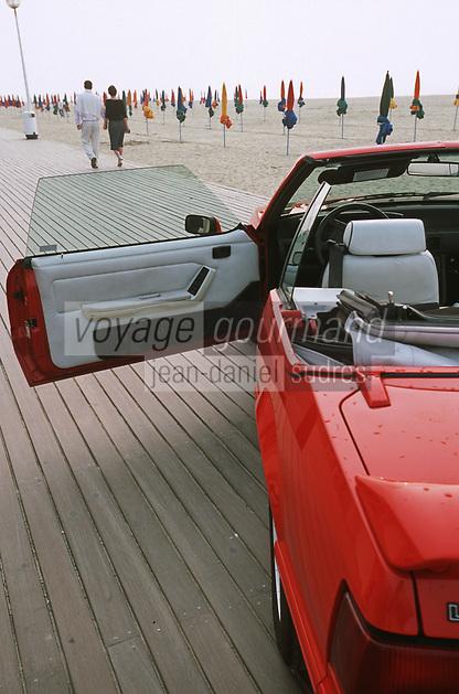 """Europe/France/Normandie/14/Calvados/Deauville: En Ford Mustang sur la Promenade des Planches en souvenir du Film de Claude Lelouch """"Un Homme et une Femme"""""""