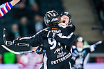 Solna 2014-03-16 Bandy SM-final herrar Sandvikens AIK - V&auml;ster&aring;s SK :  <br /> Sandvikens spelande tr&auml;nare Stefan S&ouml;derholm jublar efter att Sandvikens Erik Pettersson gjort m&aring;l i den andra halvleken<br /> (Foto: Kenta J&ouml;nsson) Nyckelord:  SM SM-final final herr herrar VSK V&auml;ster&aring;s SAIK Sandviken  jubel gl&auml;dje lycka glad happy