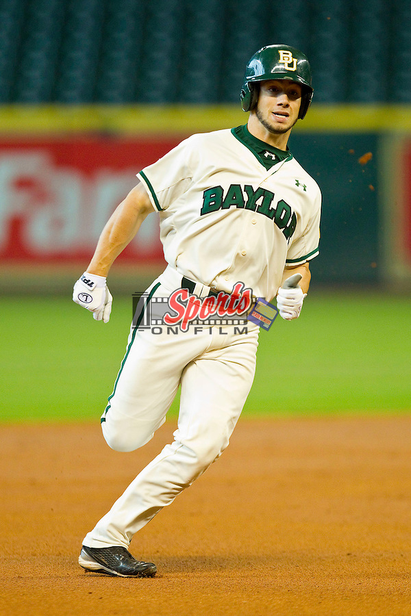 Logan Vick #19 of the Baylor Bears hustles towards third base against the Utah Utes at Minute Maid Park on March 5, 2011 in Houston, Texas.  Photo by Brian Westerholt / Four Seam Images