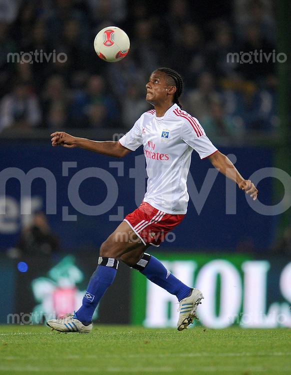 FUSSBALL   1. BUNDESLIGA    SAISON 2012/2013    8. Spieltag   Hamburger SV - VfB Stuttgart            21.10.2012 Michael Mancienne (Hamburger SV) Einzelaktion am Ball