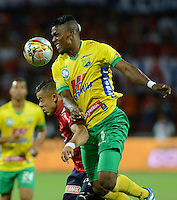 MEDELLIN - COLOMBIA -31-07-2016: Leonardo Castro (Izq.) jugador de Deportivo Independiente Medellin disputa el balon con Manuel Berrio (Der.) jugador de Atletico Huila, durante partido por la fecha 6 entre Deportivo Independiente Medellin y Atletico Huila, de la Liga Aguila II 2016, en el estadio Atanasio Girardot de la ciudad de Medellin. / Leonardo Castro (L) player of Deportivo Independiente Medellin fights for the ball with Manuel Berrio (R)  player of Atletico Huila, during a match for the date 6 between Deportivo Independiente Medellin and Atletico Huila, of the Liga Aguila II 2016 at the Atanasio Girardot stadium in Medellin city. Photos: VizzorImage  / Leon Monsalve / Cont.