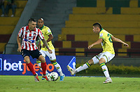 BUCARAMANGA-COLOMBIA, 07-03-2020: German Gutierrez de Atletico Bucaramanga y Leonardo Pico de Atletico Junior disputan el balon, durante partido entre Atletico Bucaramanga y Atletico Junior, de la fecha 8 por la Liga BetPlay DIMAYOR I 2020, jugado en el estadio Alfonso Lopez de la ciudad de Bucaramanga. / German Gutierrez of Atletico Bucaramanga and Leonardo Pico of Atletico Junior vie for the ball during a match between Atletico Bucaramanga and Atletico Junior, of the 8th date for the BetPlay DIMAYOR I Legauje 2020 at the Alfonso Lopez stadium in Bucaramanga city. / Photo: VizzorImage / Jaime Moreno / Cont.
