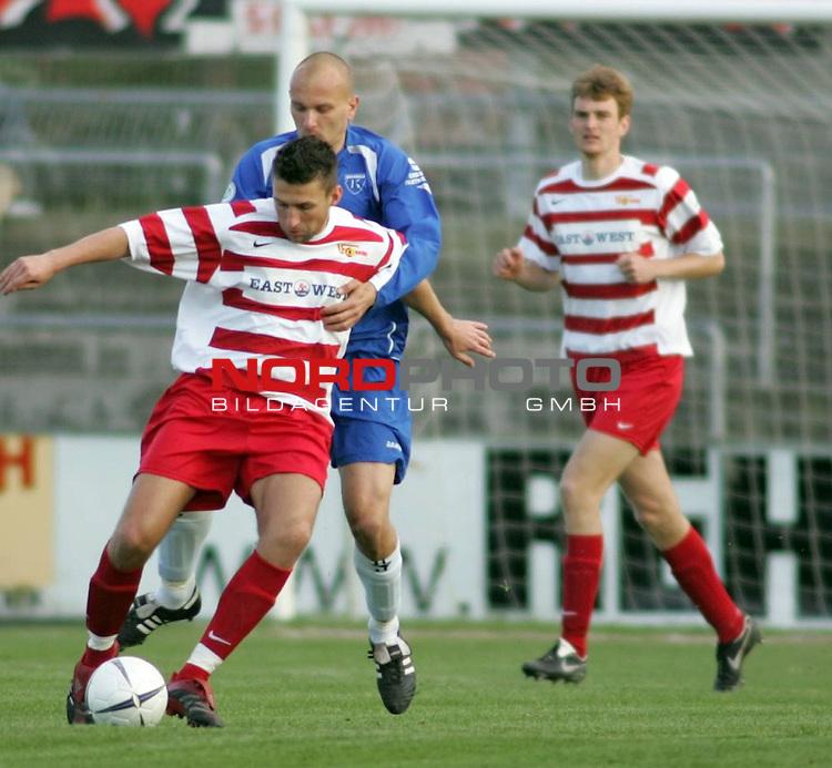 RLN 2006/2007 - 24.Spieltag RŁckrunde <br /> <br /> Kickers Emden - Union Berlin<br /> <br /> Am Ball Torsten Matuschka - dahinter Rudolf Zedi<br /> <br /> <br /> <br /> Foto &copy; nordphoto