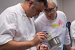 Igor Zalacain (L) y Xabi Gutierrez (R) supervisan uno de los platos de la Masterclass de Elena Arzak en el Basque Culinary Center