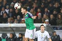 Lee Hodson (Nordirland, Northern Ireland) klärt- 11.10.2016: Deutschland vs. Nordirland, HDI Arena Hannover, WM-Qualifikation Spiel 3