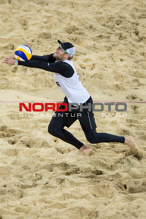07.08.2012, Horse Guards Parade, London, Great Britain, Olympische Sommerspiele 2012, Beachvolleyball, Halbfinale, Julius Brink / Jonas Reckermann (GER) vs. Reinder Nummerdor / Richard Schuil (NED), im Bild Julius Brink (GER)<br />