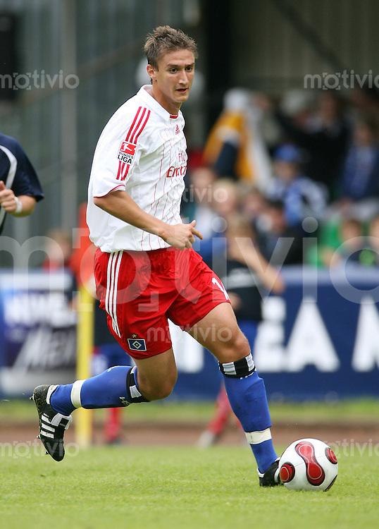 Fussball 1. Bundesliga Saison 2007/2008 Moustafa KUCUKOVIC (Hamburger SV), Einzelaktion am Ball