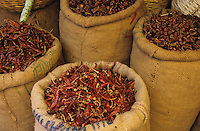 "Südasien Asien Indien IND .Chilly in Jutesack auf dem Markt zum Verkauf -  Landwirtschaft Handel Gewürzhandel Chillies Chilli Chillischote Chillischoten Peperoni Pepperoni Schote Schoten Cayenne Pfeffer Cayennepfeffer Paprika Gewürz Gewürze Curry scharf feurig Feuer indische Küche Speisen essen verbrennen brennen würzen schärfen Schärfe indisch Inder rot Farbe farbig Jute xagndaz | .South Asia India .chillies on market in Madhya Pradesh  - agriculture trade farming cultivation chilly capsicum cayenne pepper red color colour spice spices spicy hot indian cuisine curry food fire .| [ copyright (c) Joerg Boethling / agenda , Veroeffentlichung nur gegen Honorar und Belegexemplar an / publication only with royalties and copy to:  agenda PG   Rothestr. 66   Germany D-22765 Hamburg   ph. ++49 40 391 907 14   e-mail: boethling@agenda-fototext.de   www.agenda-fototext.de   Bank: Hamburger Sparkasse  BLZ 200 505 50  Kto. 1281 120 178   IBAN: DE96 2005 0550 1281 1201 78   BIC: ""HASPDEHH"" ,  WEITERE MOTIVE ZU DIESEM THEMA SIND VORHANDEN!! MORE PICTURES ON THIS SUBJECT AVAILABLE!! INDIA PHOTO ARCHIVE: http://www.visualindia.net ] [#0,26,121#]"