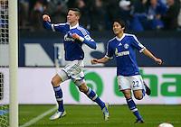 FUSSBALL   1. BUNDESLIGA   SAISON 2012/2013    25. SPIELTAG FC Schalke 04 - Borussia Dortmund                         09.03.2013 Julian Draxler (li) bejubelt mit Atsuto Uchida (re, beide FC Schalke 04) sein Tor zum 1:0
