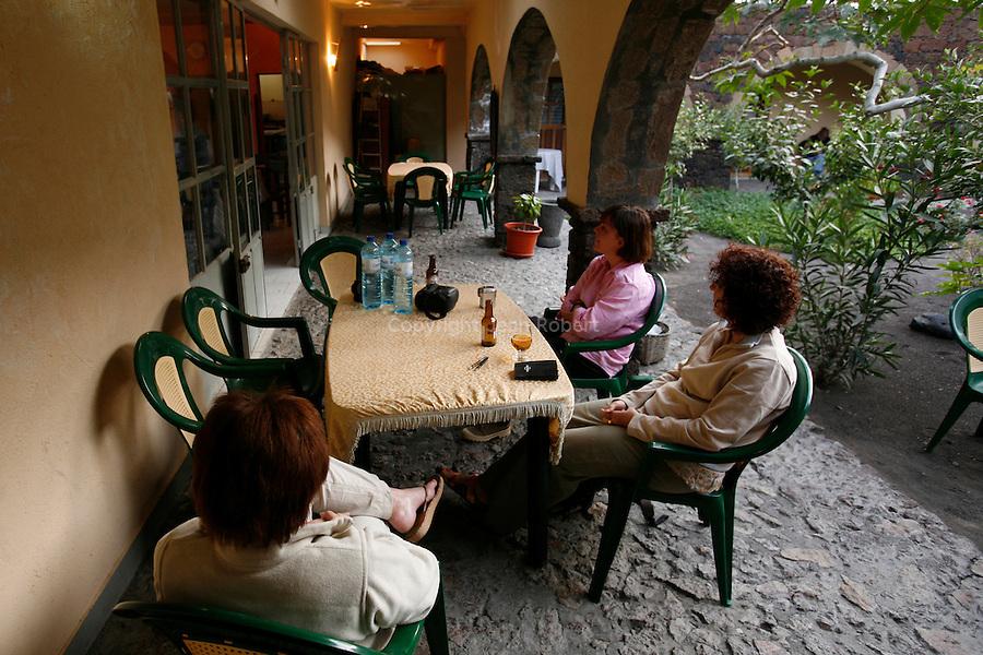 Interieur de la pension Pedra Brabo tenue par Patrick un français ancien tailleur de pierre dans la caldeira. Ile de Fogo