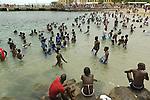 Africa, Afrika, Senegal, 17-09-2011, Dakar, Dakkar, Voor de kust van Dakar ligt het voormalige slaveneiland Isle de Goré. ( Goeree, uit het Nederlands) Tijdens de slavenhandel geregeerd door Nederlanders, en later over genomen door de Fransen.. Ook dit eiland staat op de UNESCO wereld erfgoed lijst. Bewoners en toeristen komen graag om hier te zwemmen. foto: michael Kooren/HH
