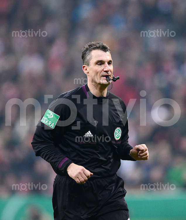 FUSSBALL  DFB-POKAL  VIERTELFINALE  SAISON 2012/2013    FC Bayern Muenchen - Borussia Dortmund       27.02.2013 Schiedsrichter Knut Kircher