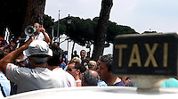 Roma 14 Luglio 2006.Manifestazione  dei Tassisti, contro il decreto sulle liberalizzazioni del Governo Prodi. Con il megafono Carlo Bologna rappresentante  Ati.Rome July 14, 2006.Demonstration of Taxi Drivers against the decree on the liberalization of the Prodi government..