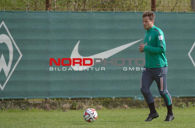 29.04.2015, Trainingsgelaende, Bremen, GER, 1.FBL, Training Werder Bremen, im Bild Philipp Bargfrede (Bremen #44)<br /> <br /> Foto &copy; nordphoto / Frisch