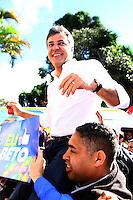 CURITIBA, PR, 29.06.2014 -  CONVENÇÃO PSDB - PR / CURITIBA  - O governador Beto Richa chega para particioar da votação durante a convenção d0 PSDB-PR  nesta manhã de domingo (29) na sede do Paraná Clube, a convenção estatual do partido para oficialização da candidatura de reeleição do governador Beto Richa. (Foto: Paulo Lisboa / Brazil Photo Press)