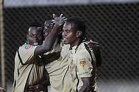 ITAGÜÍ -COLOMBIA-15-02-2014.Yessy Mena (C) jugador de Itaguí celebra un gol en contra de Fortaleza FC en partido válido por la fecha 5 de la Liga Postobon I 2014 jugado en el estadio Metropolitano de Itaguí./ Yessy Mena (C) player of Itagui Celebrates a goal against Fortaleza FC during match valid for the fifth date of the Postobon League I 2014 played at Metropolitano stadium in Itaguí city.  Photo:VizzorImage/Luis Ríos/STR