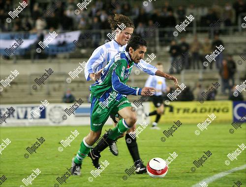 2008-10-04 / Voetbal / Verbroedering Geel-Meerhout - KSK Hasselt / Marwan El Barham van Hasselt op de hielen gezeten door Martijn Plessers van Verbroedering Geel-Meerhout..Foto: Maarten Straetemans (SMB)