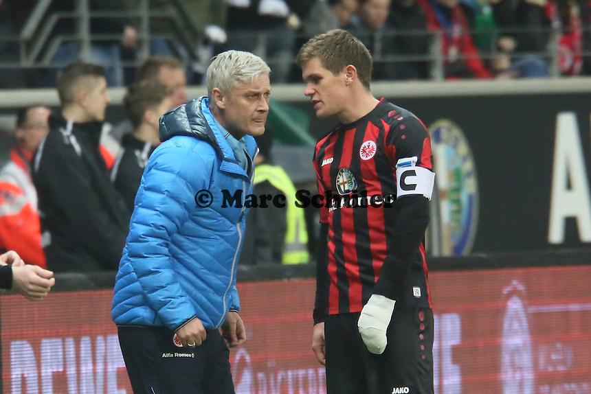 Sebastian Jung mit Trainer Armin Veh (Eintracht) - Eintracht Franfurt vs. Borussia Mönchengladbach, Commerzbank Arena
