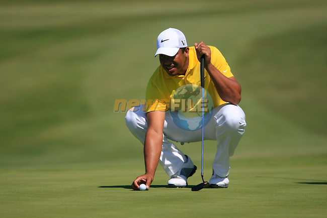 Jhonattan Vegas (VEN) lines up his putt on the 14th green during the morning session on Day 3 of the Volvo World Match Play Championship in Finca Cortesin, Casares, Spain, 21st May 2011. (Photo Eoin Clarke/Golffile 2011)