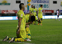 FLORIDABLANCA -COLOMBIA, 14-08-2016. Dario Rodríguez  jugador de Bucaramanga celebra su gol contra el Junior   durante encuentro  por la fecha 16 de la Liga Aguila II 2016 disputado en el estadio Alvaro Gómez Hurtado/ Dario Rodríguez   player of Bucaramanga celebrates his goal against  of Junior during match for the date 16 of the Aguila League II 2016 played at Alvaro Gomez Hurtado stadium . Photo:VizzorImage / Duncan Bustamante / Contribuidor