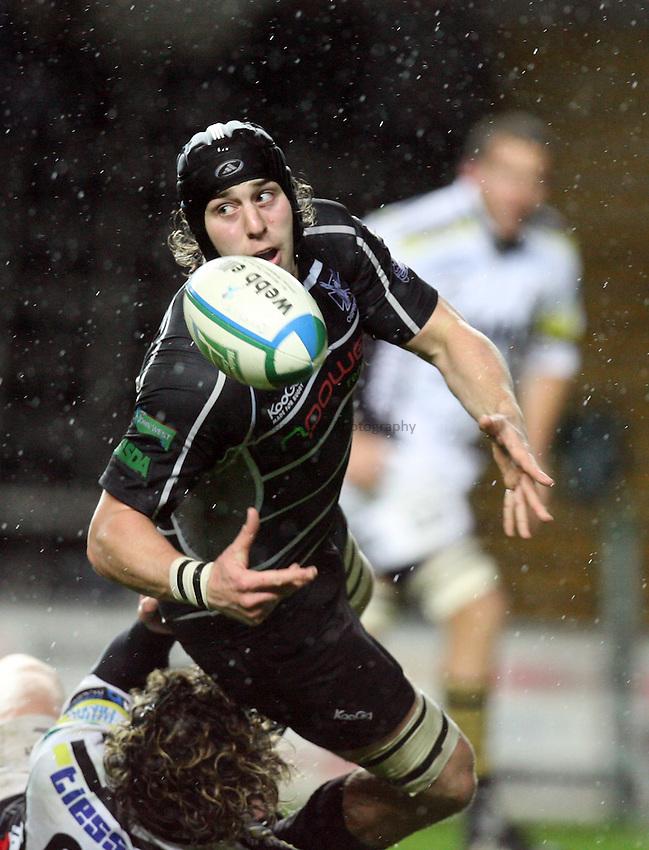 Photo: Rich Eaton...Ospreys v Calvisano. Heineken Cup. 15/12/2006. Ryan Jones of Ospreys