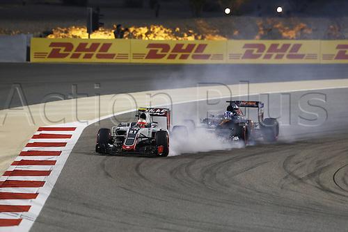 03.04.2016. Sakhir, Bahrain. F1  Grand Prix of Bahrain, 21 Esteban Gutierrez (MEX, Haas F1 Team), 33 Max Verstappen (NLD, Scuderia Toro Rosso)