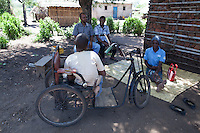 Lázaro Januario Wenz is 19 years old and lives in Nhamatanda, Sofala province, Mozambique. He has been disabled since birth. Handicap International provided him a 3-months craft business training and a starter kit. He lives with his older brother and sister in law. Beira Handicap International team together with Lázaro during a monitoring visit.