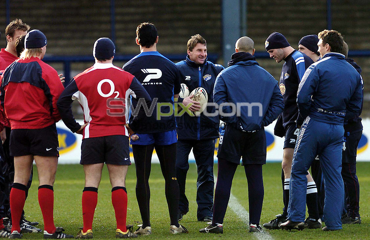 Pix by BEN DUFFY/SWpix.com......Rugby Union and League- England Rugby Union training with the Leeds Rhinos - Headingley,Leeds....18/01/05..Picture Copyright >> Simon Wilkinson >> 07811267706..Leeds Rhinos Coach Tony Smith coaches a group of players made up of England Rugby Union players and his Leeds Rhinos team