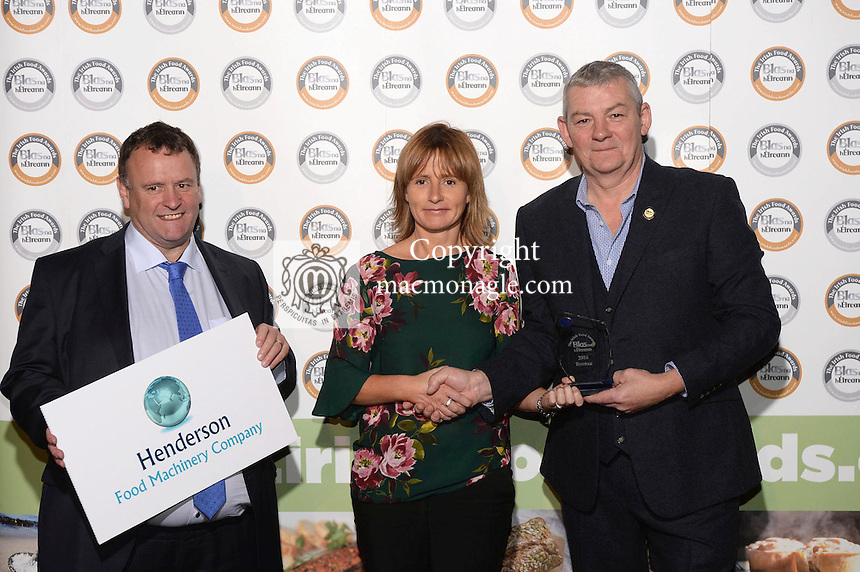 Helen Doran, Arthur Mallon Foods, with Artie Clifford, Chairman and David Henderson, Henderson Food Machinery at the Blas na hEireann / Irish Food Awards in Dingle at the weekend.<br /> Photo: Don MacMonagle<br /> <br /> REPRO FREE PHOTO WITH BLAS NA HEIREANN<br /> further info: Barbara Collins - collib40@googlemail.com
