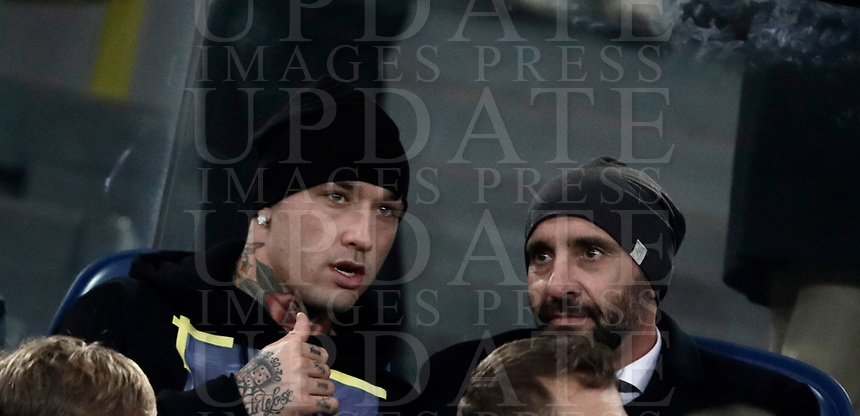 Calcio, Serie A: AS Roma - Atalanta, Roma, stadio Olimpico, 6 gennaio 2018.<br /> Roma's Radja Nainggolan (l) and AS Roma sports director Jose Ramon Rodriguez, Monchi(r) wait for the start of the Italian Serie A football match between AS Roma and Atalanta at Rome's Olympic stadium, January 6 2018.<br /> UPDATE IMAGES PRESS/Isabella Bonotto