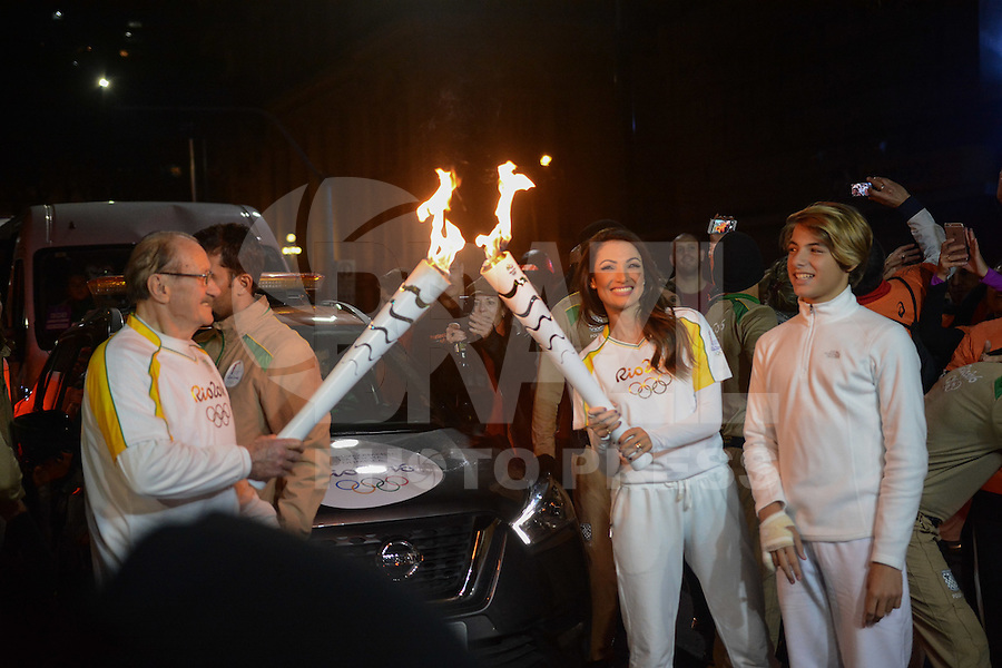 PORTO ALEGRE, RS, 07.07.2016 - RIO-2016 - Jornalista Patrícia Poeta, durante o revezamento da Tocha Olímpica em Porto Alegre, nesta quinta-feira. (Foto: Rodrigo Ziebell/Brazil Photo Press)