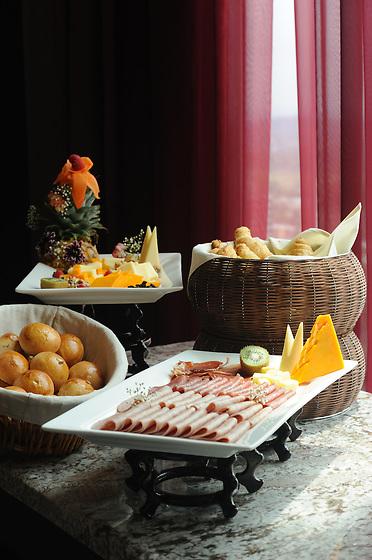 Desayuno bufet.<br /> <br /> Edición de 3 | Víctor Santamaría.